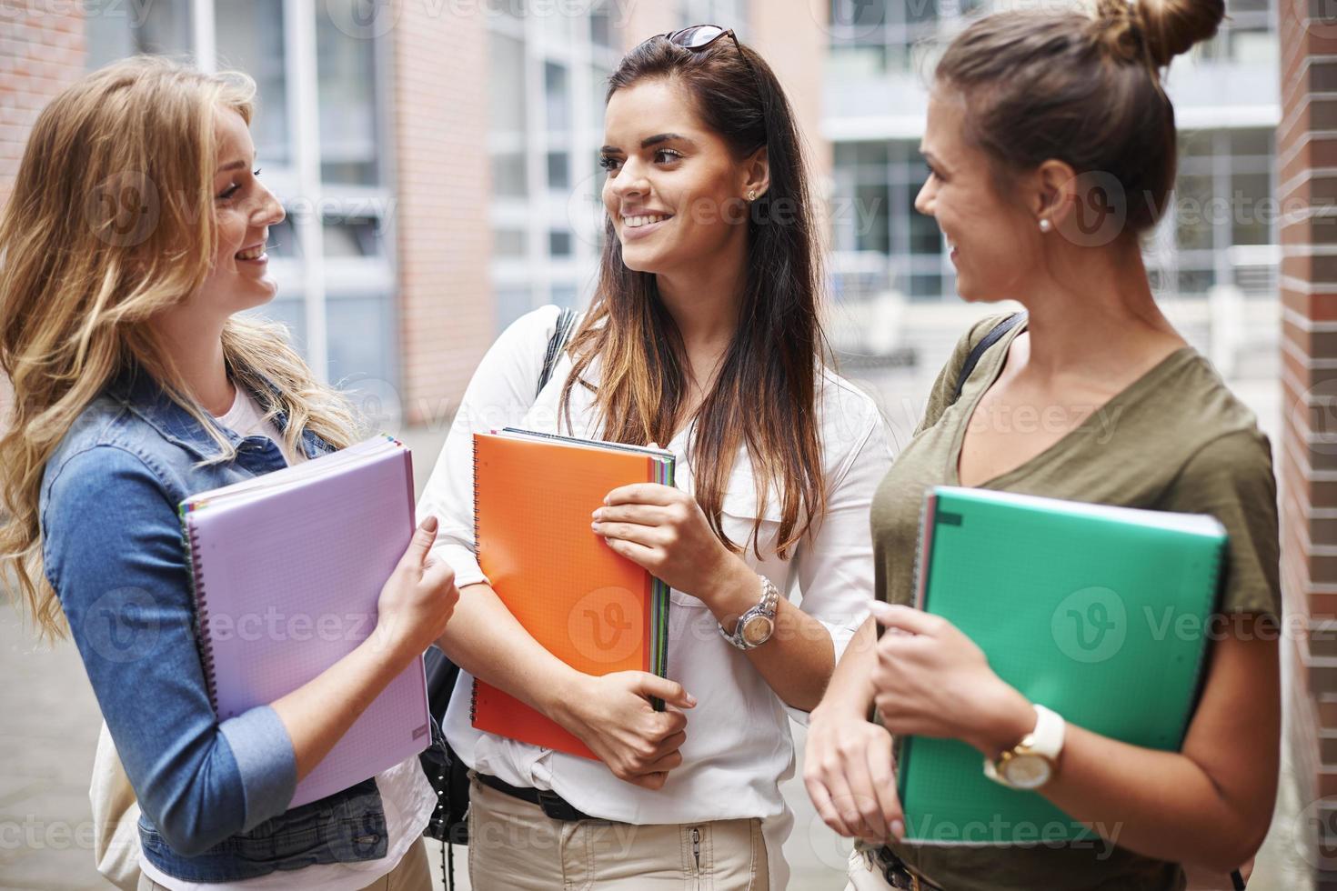 Fühlen Sie sich in Ihrer Gruppe auf dem Campus wohl foto