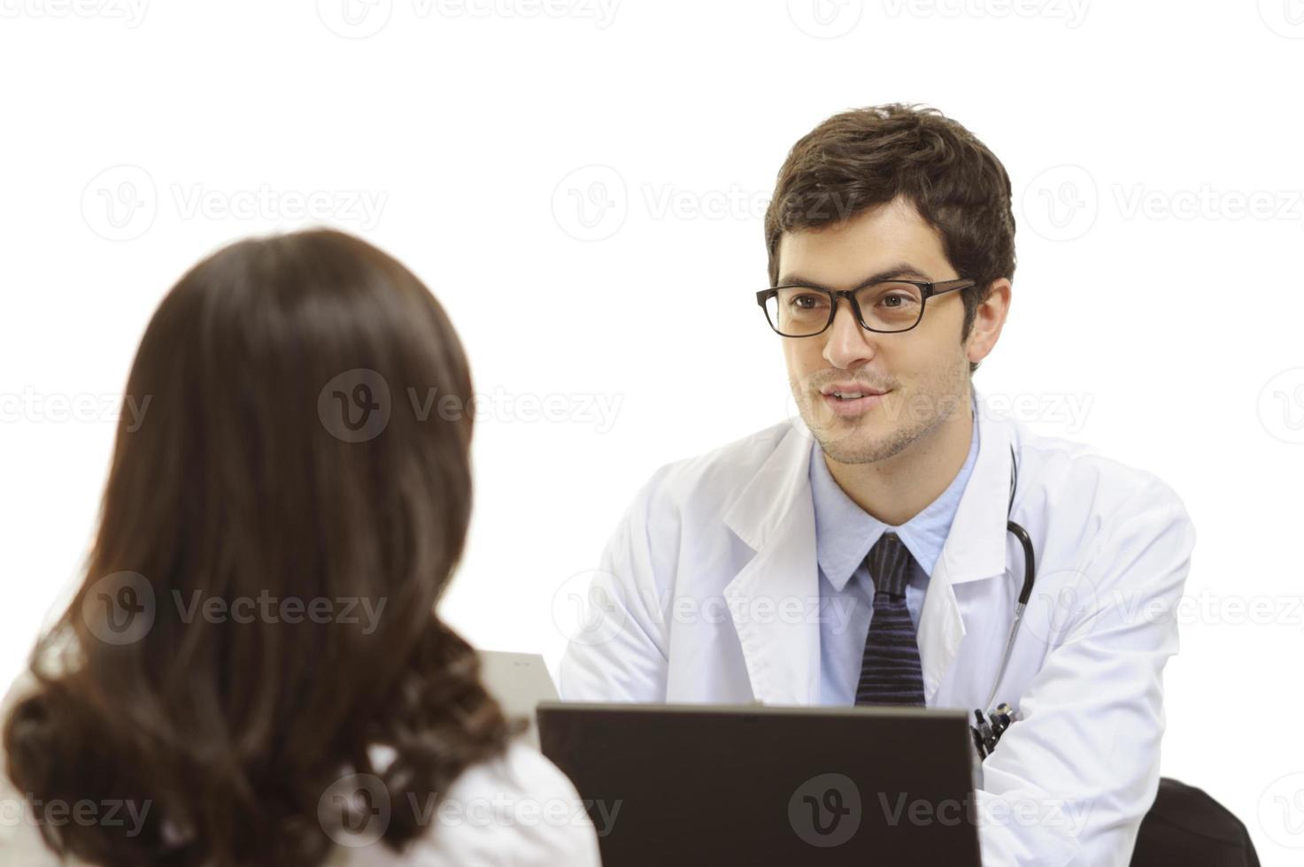 Arzt, der einem Patienten gute Nachrichten erzählt foto