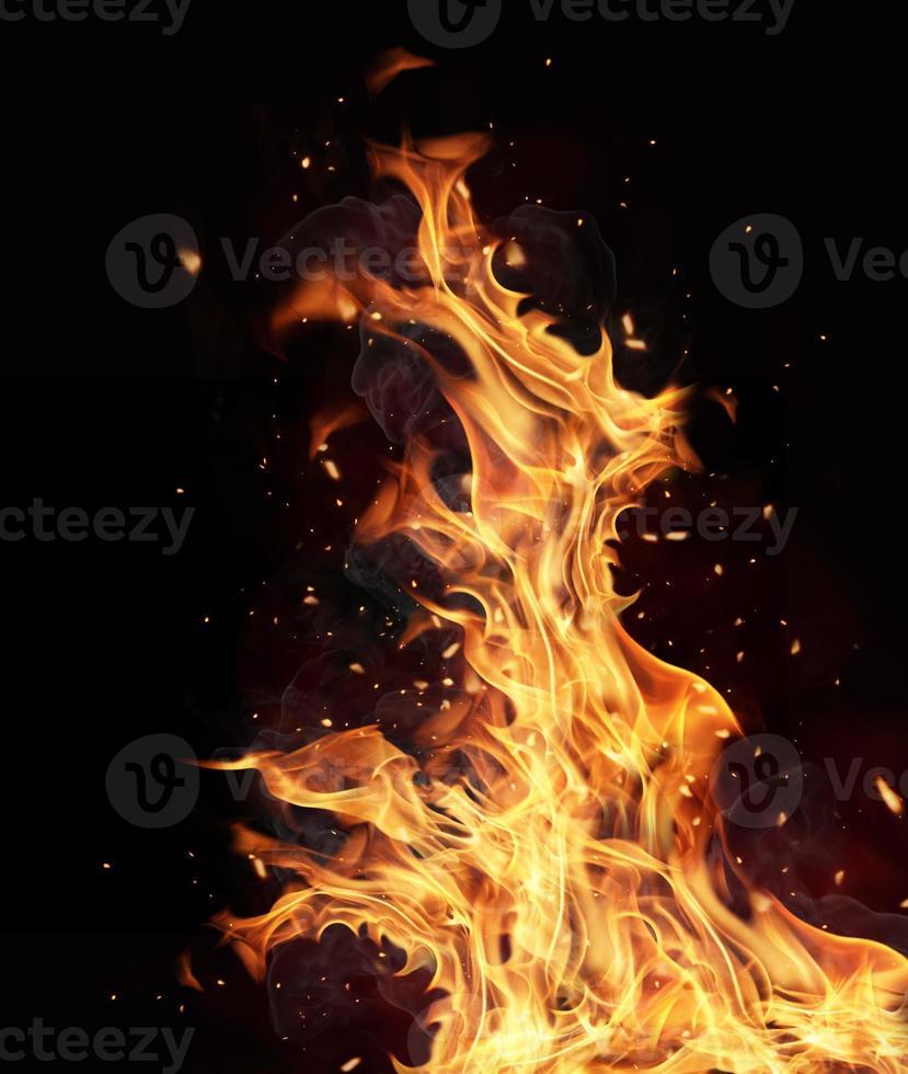 Feuerflammen auf schwarzem Hintergrund foto