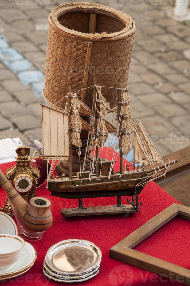 antikes Spielzeug Segelboot foto