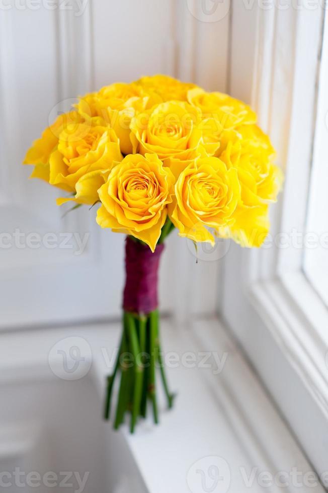 Hochzeitsstrauß aus gelben Rosen foto