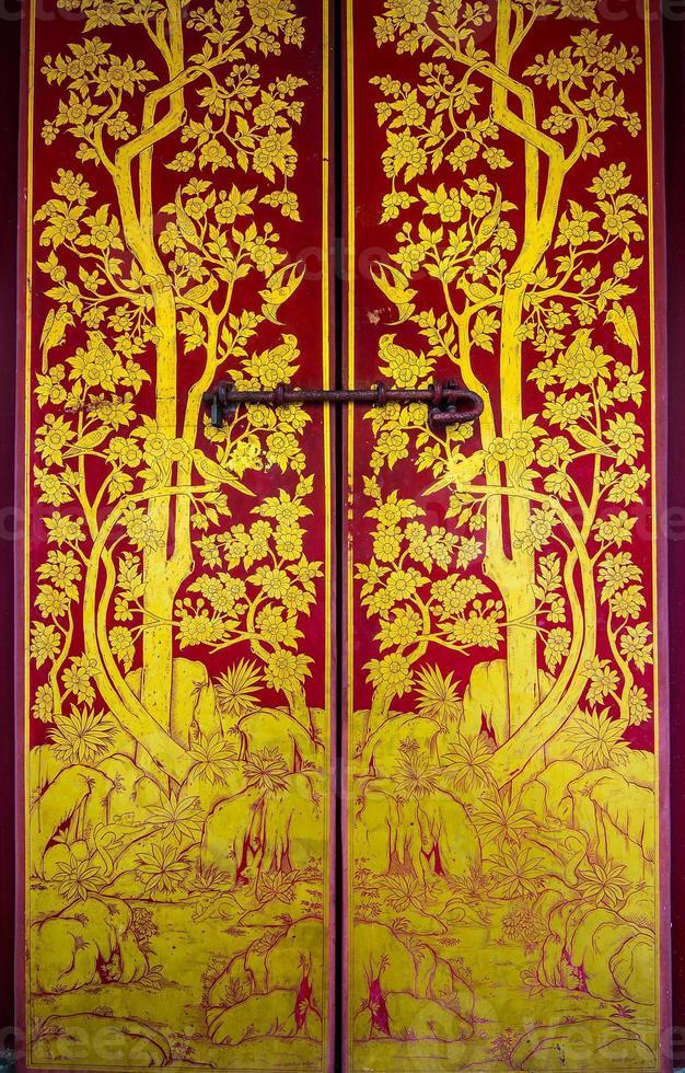 golden gestrichene Tür foto