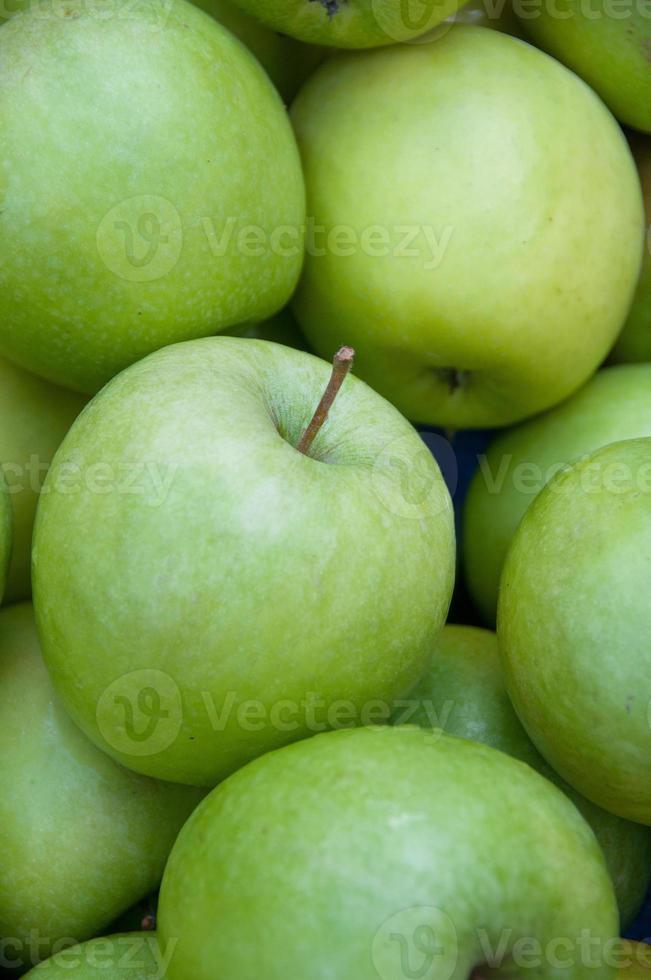 Nahaufnahme von grünen Äpfeln foto