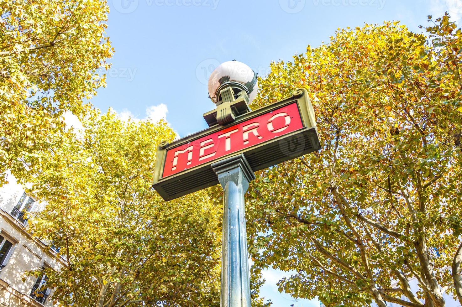 schöne U-Bahnstation in Paris foto