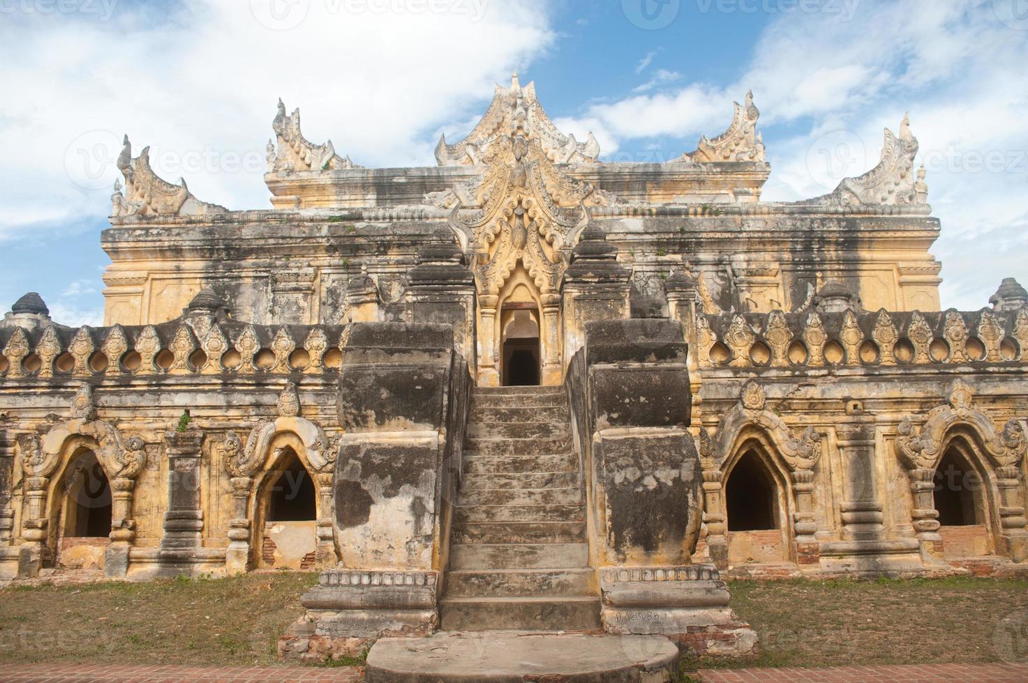 maha aung mye bon zan kloster. foto