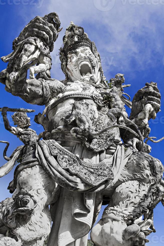 Kumbakarna Laga Statue foto