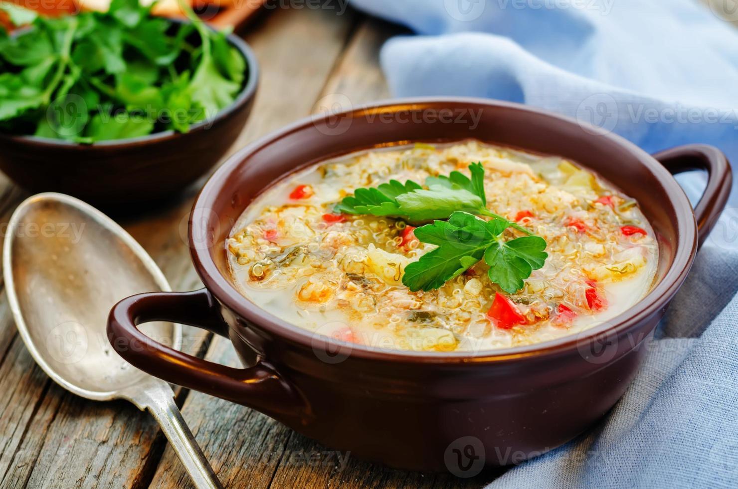 Milchsuppe mit Kartoffeln, Quinoa und Paprika foto