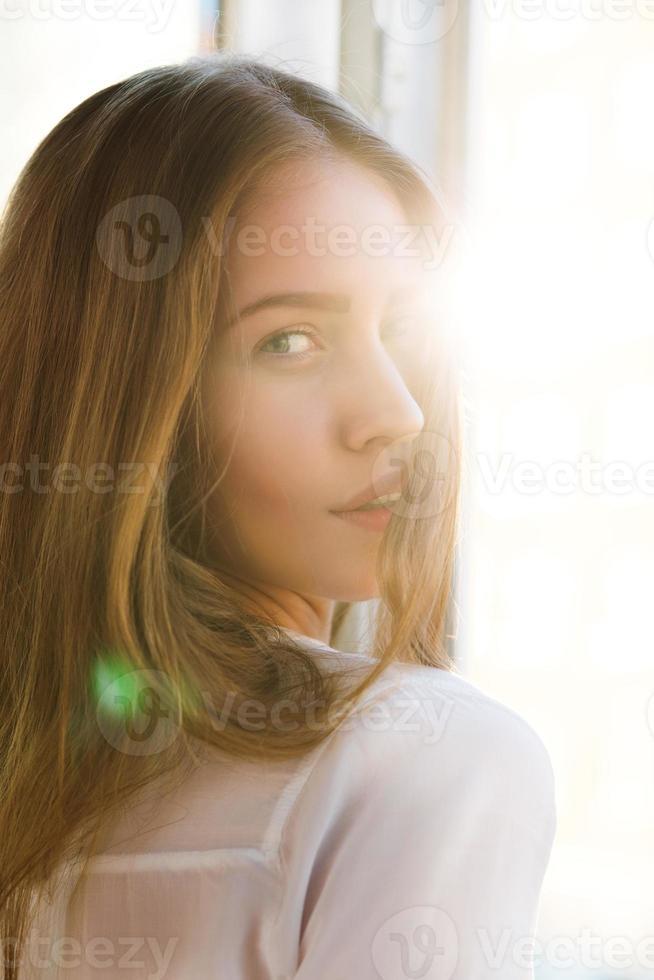 Frau in leichtem Licht foto