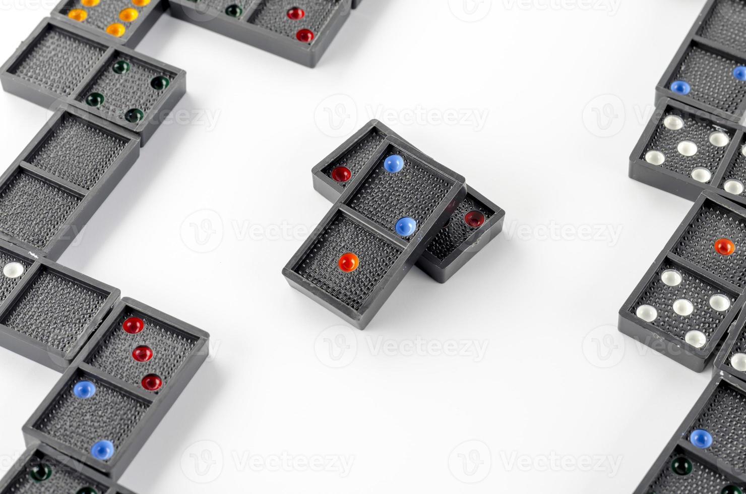 schwarzer Domino isoliert auf weiß foto