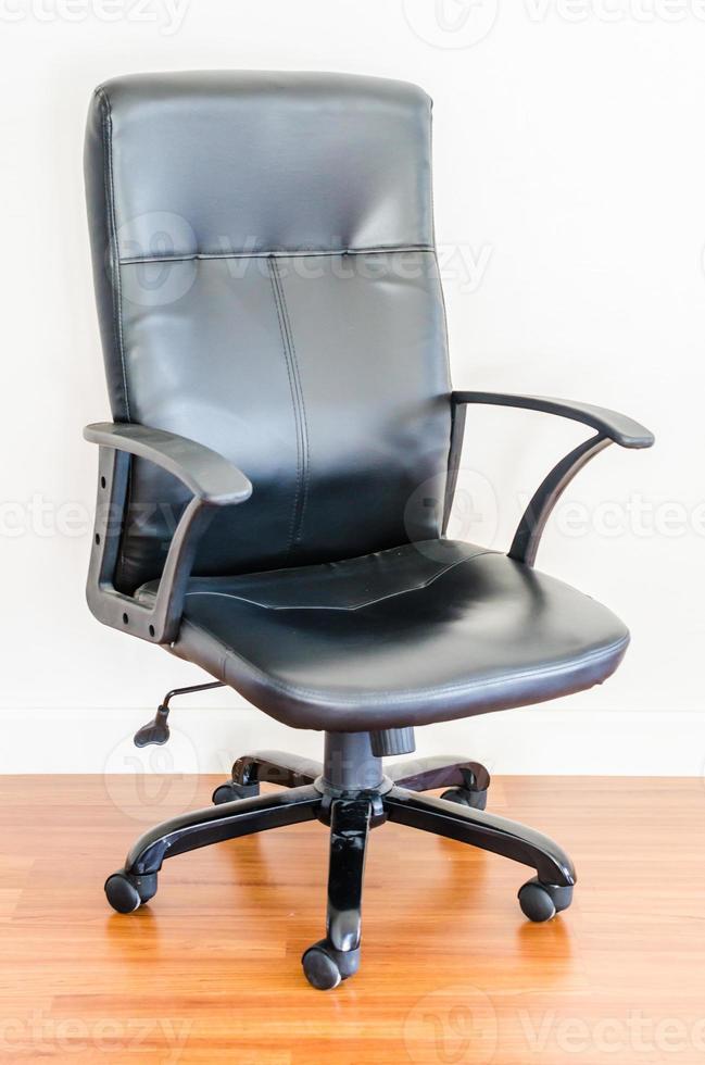schwarzer Bürostuhl aus Leder foto