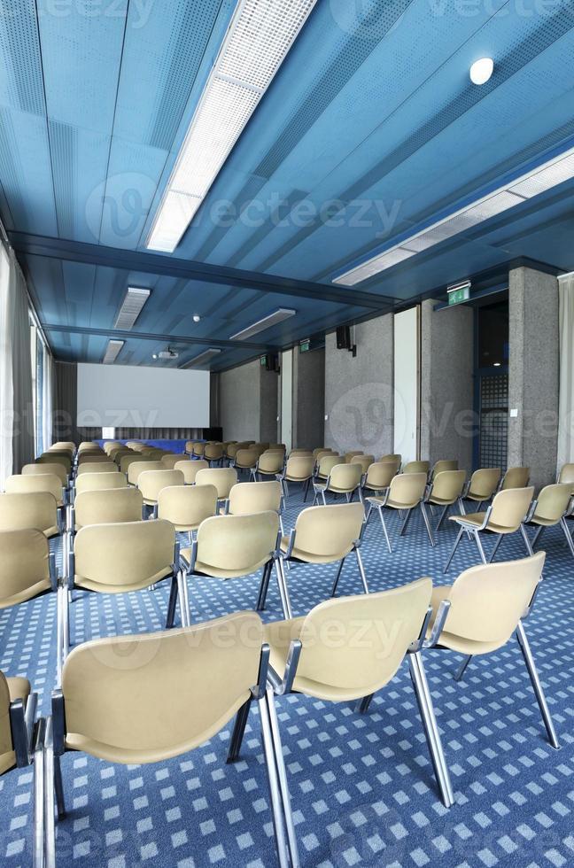 Innenraum eines Konferenzsaals foto