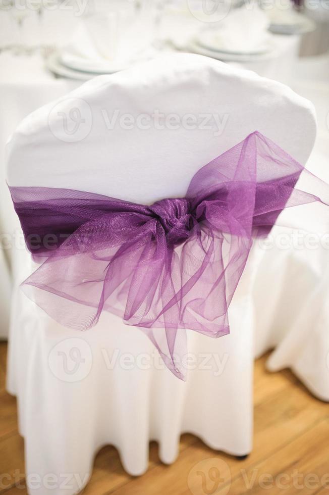 Hochzeitsstühle violett foto