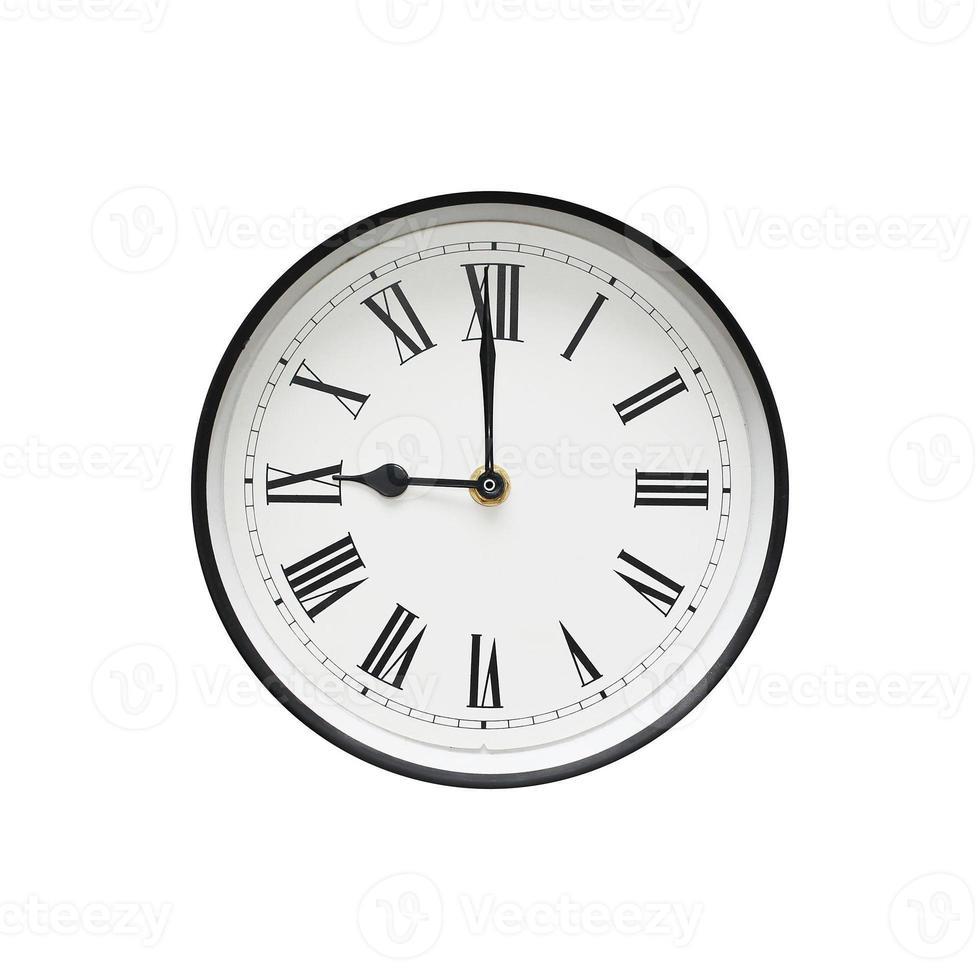 klassische runde Uhr lokalisiert auf einem weißen Hintergrund foto