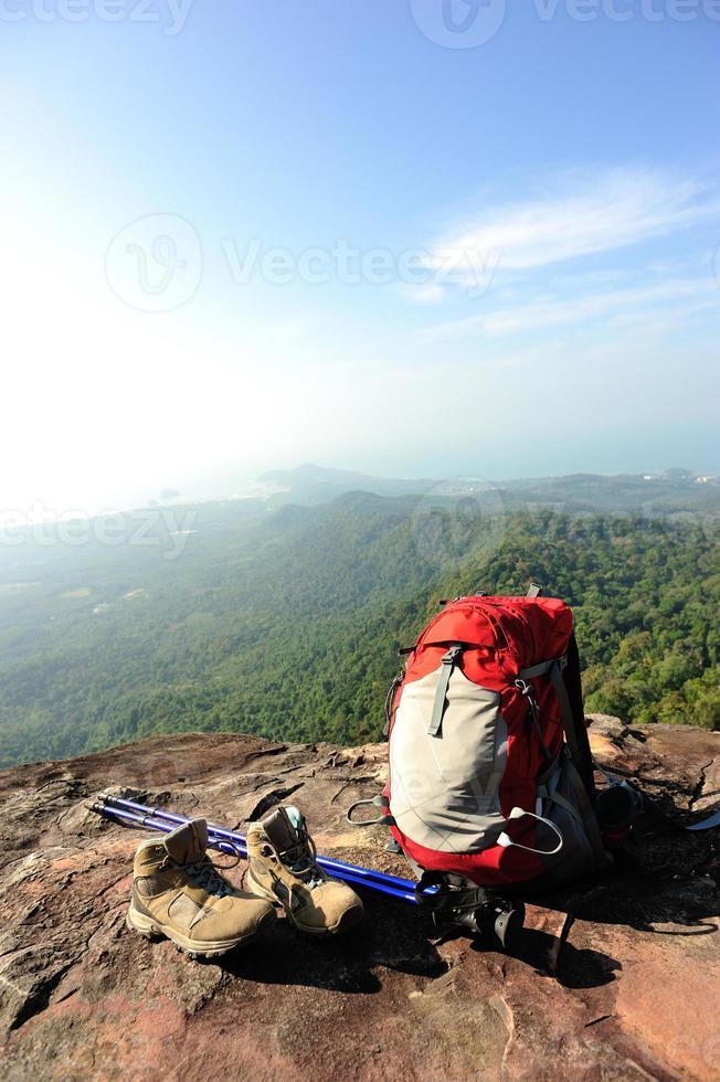 Wandern auf Berggipfel Klippen foto