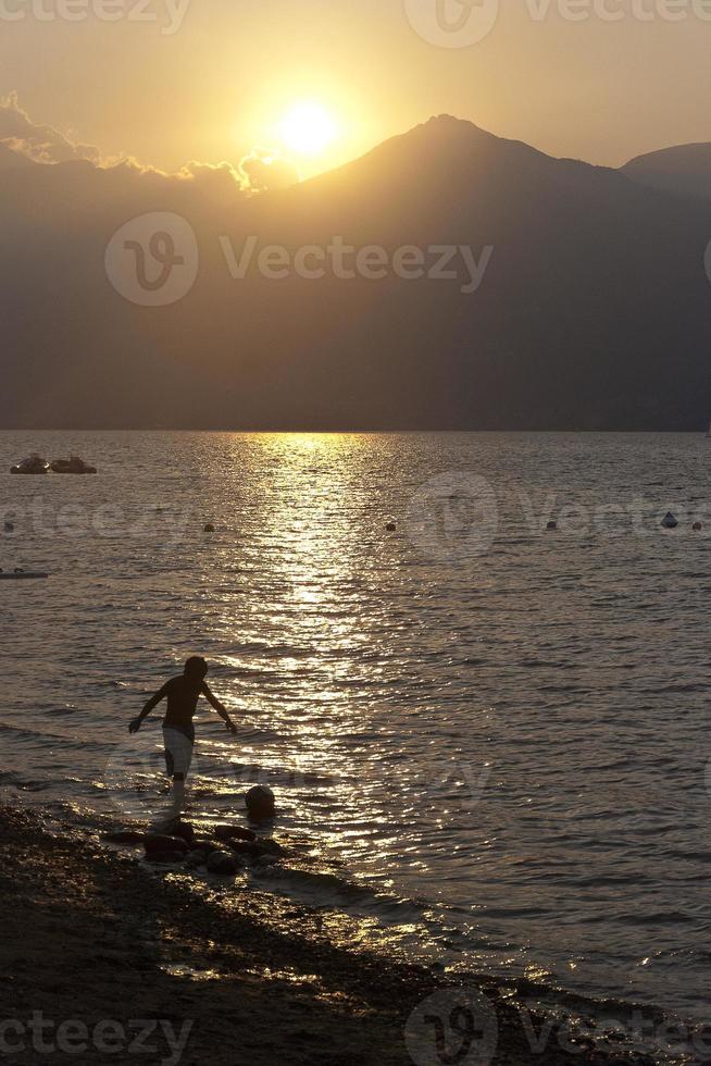 am Strand spielen foto
