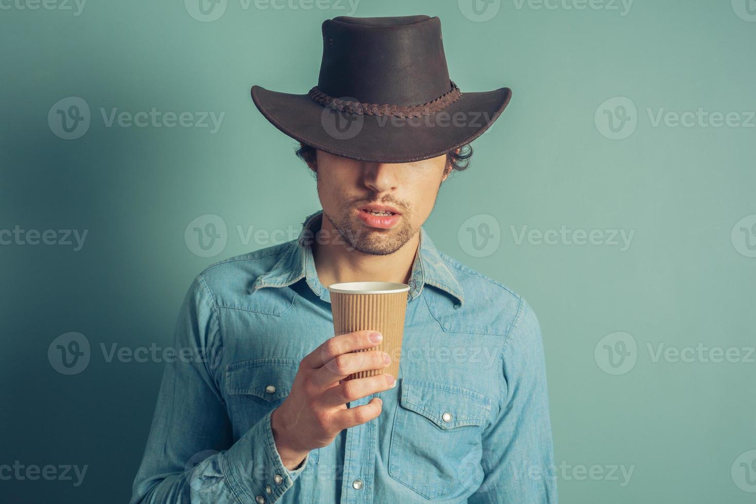 Cowboy trinkt Kaffee foto