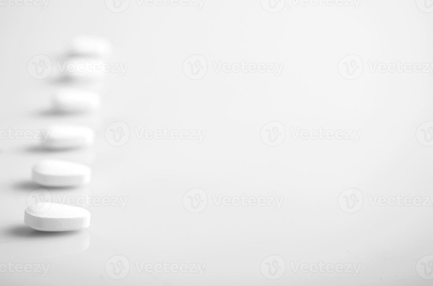 Pillen auf einem weißen Hintergrund foto