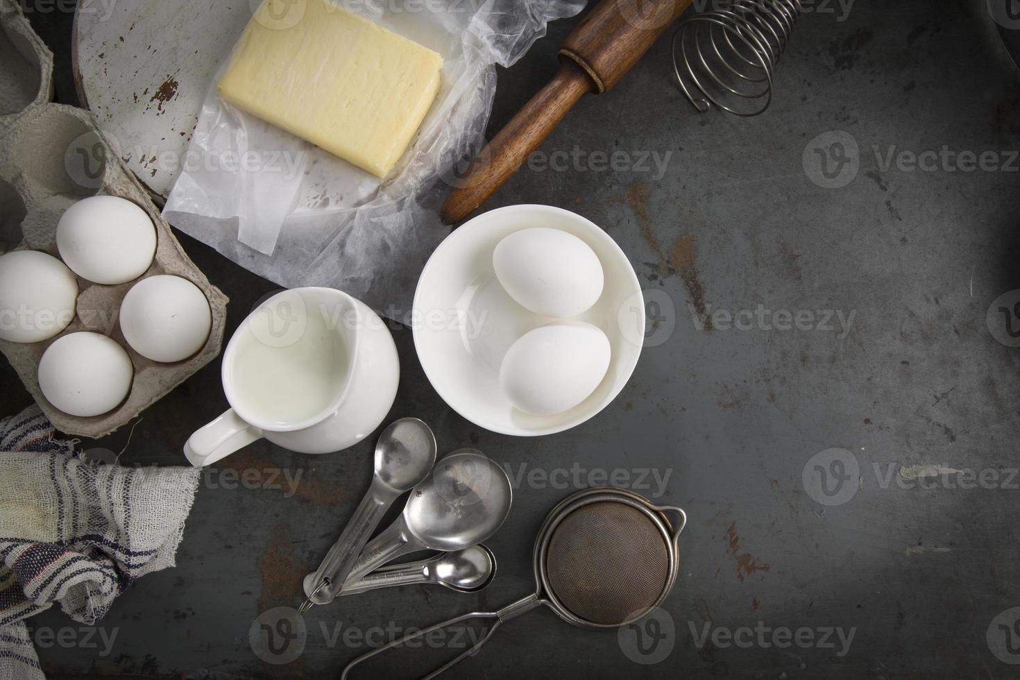 Zutaten zum Backen von Kuchen. mit Kopierplatz foto