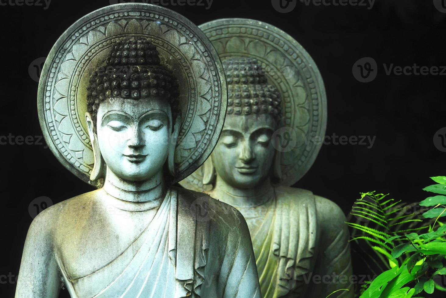 buddhistischer Staat aus Kalkstein in Wat Pha Sawang Segen Nakornnayok Thai foto