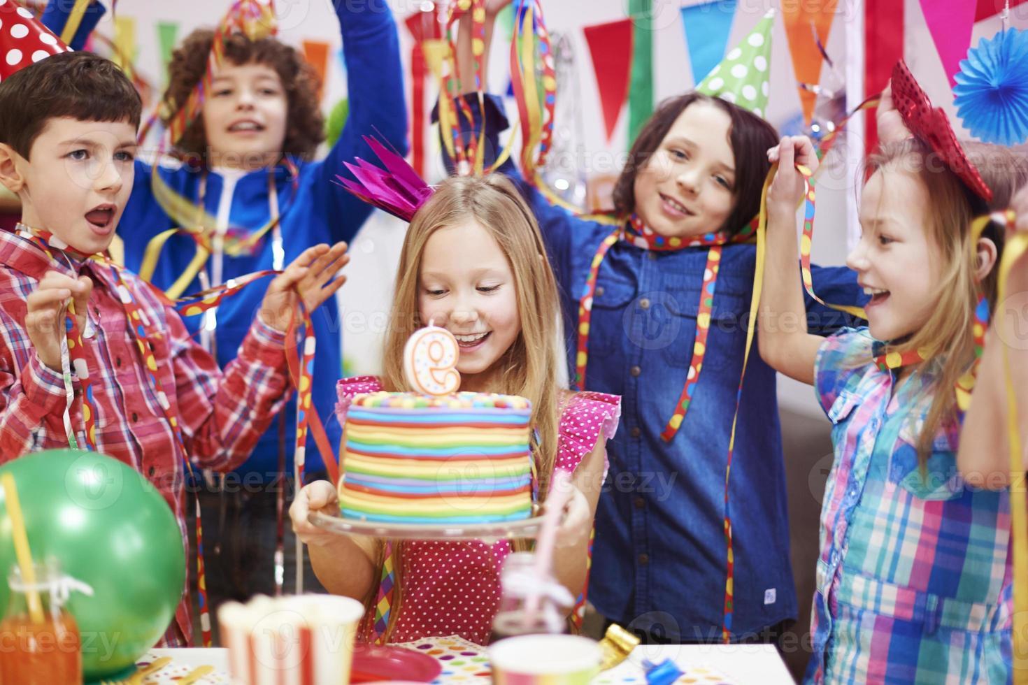 """Lass uns """"Happy Birthday"""" für sie singen foto"""