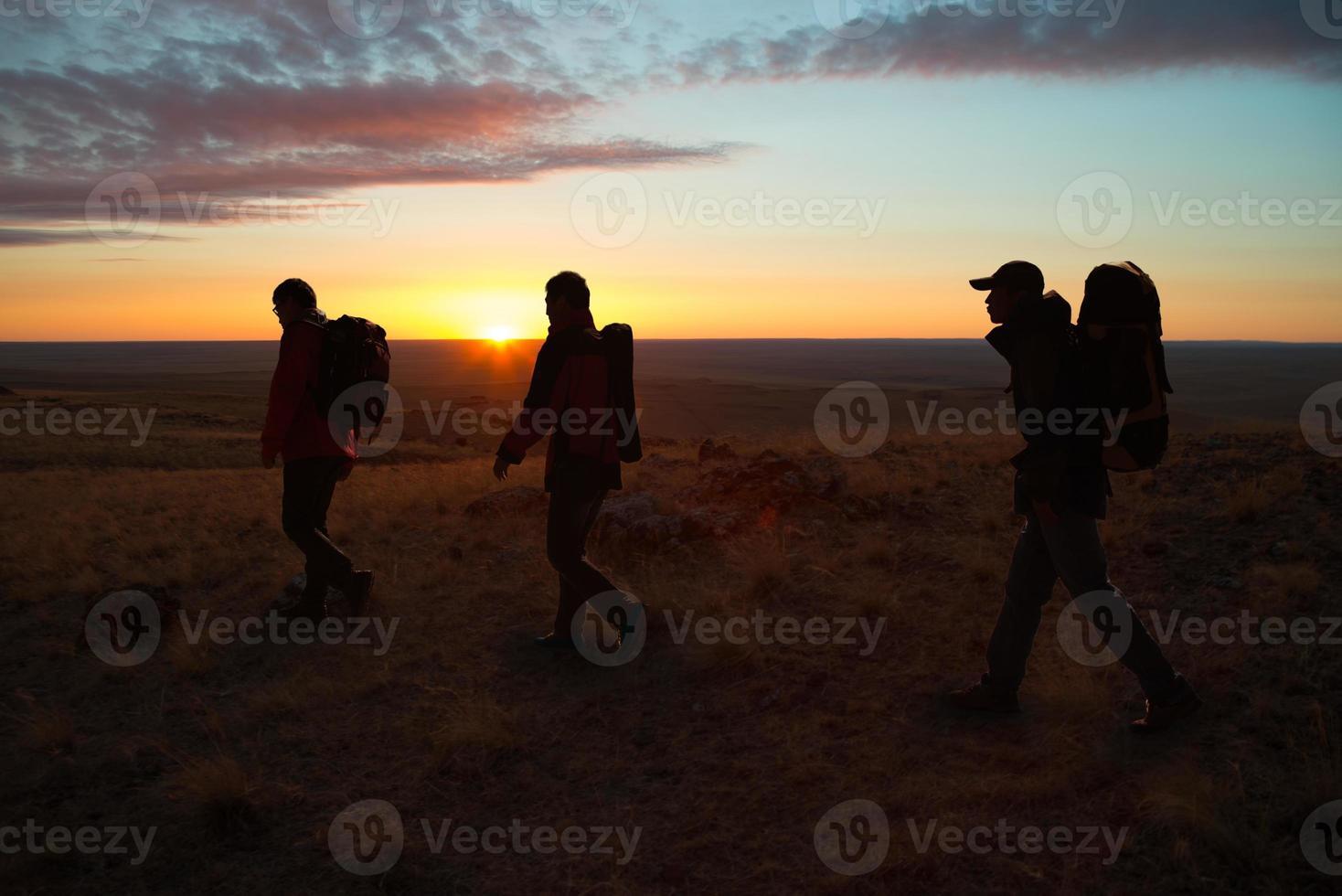 in den sunglow Wanderern spazieren gehen foto