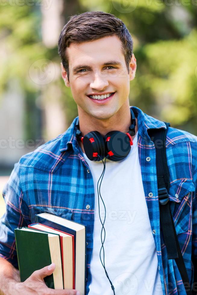 selbstbewusster und erfolgreicher Student. foto