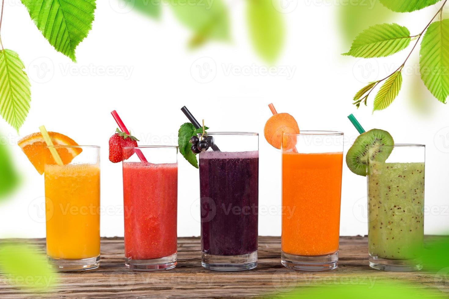 frischer Fruchtsaft, gesunde Getränke. foto