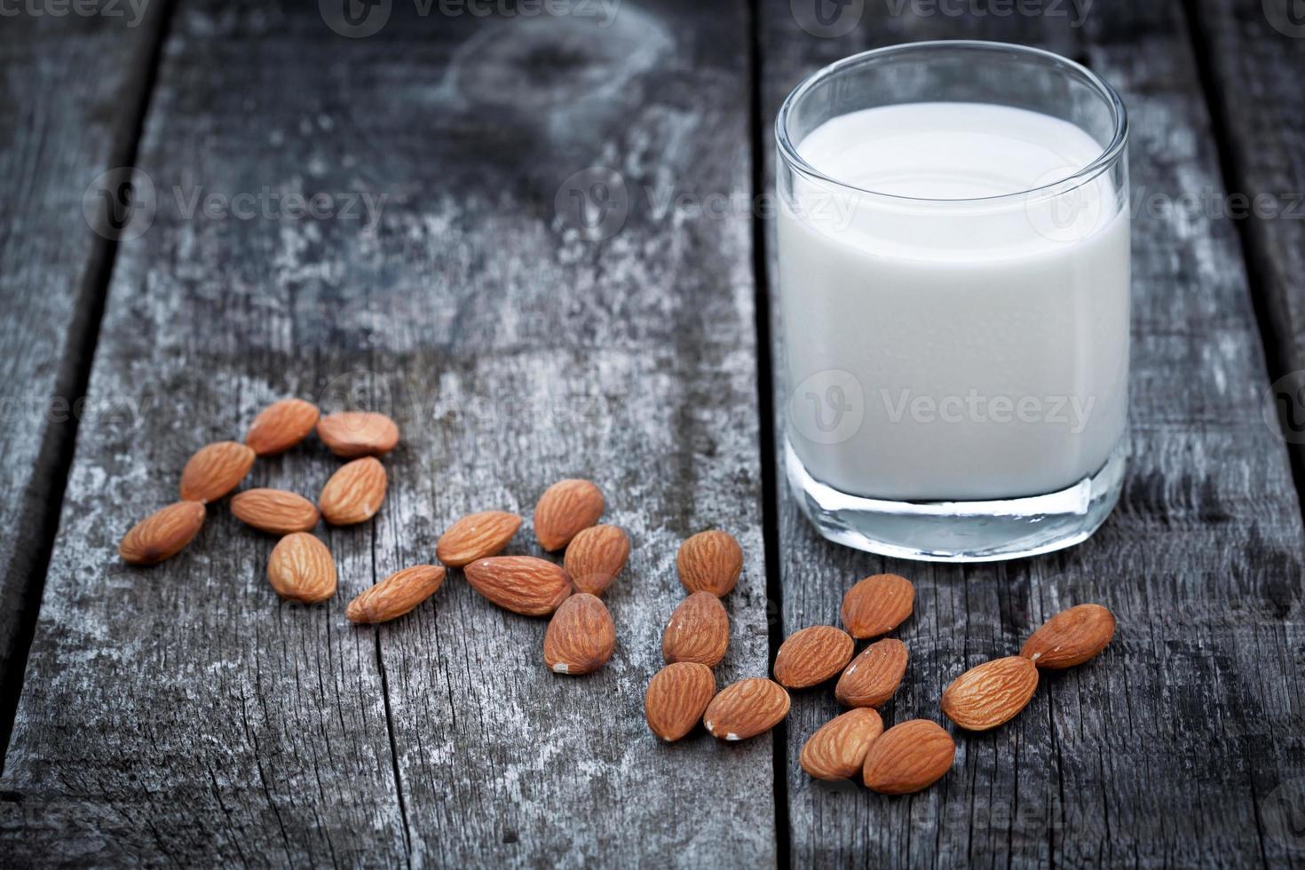 Mandelmilch, veganes Gesundheitsgetränk foto