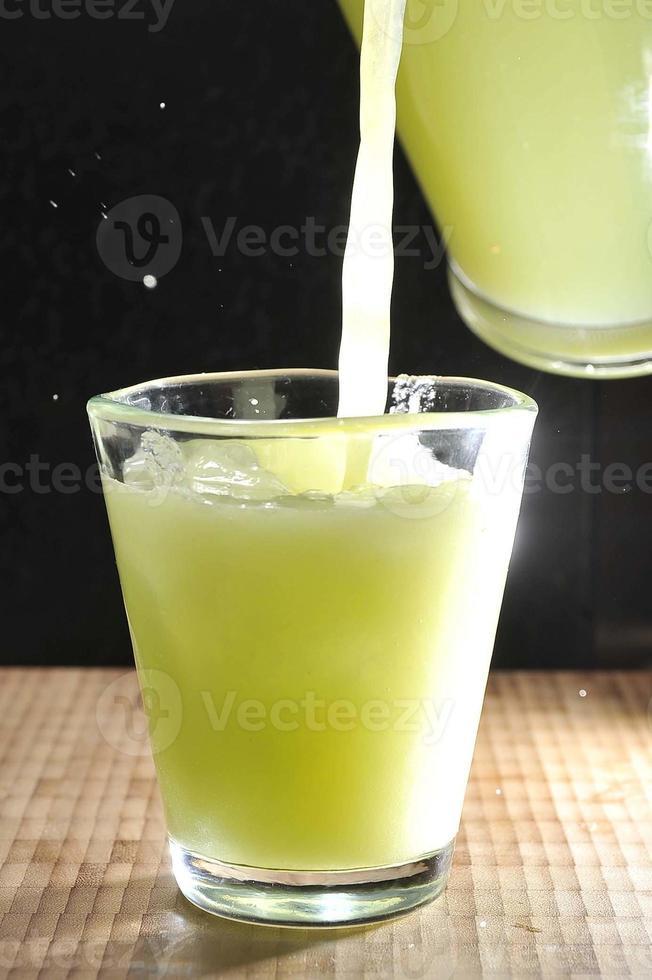 natürliches Gurkengetränk foto