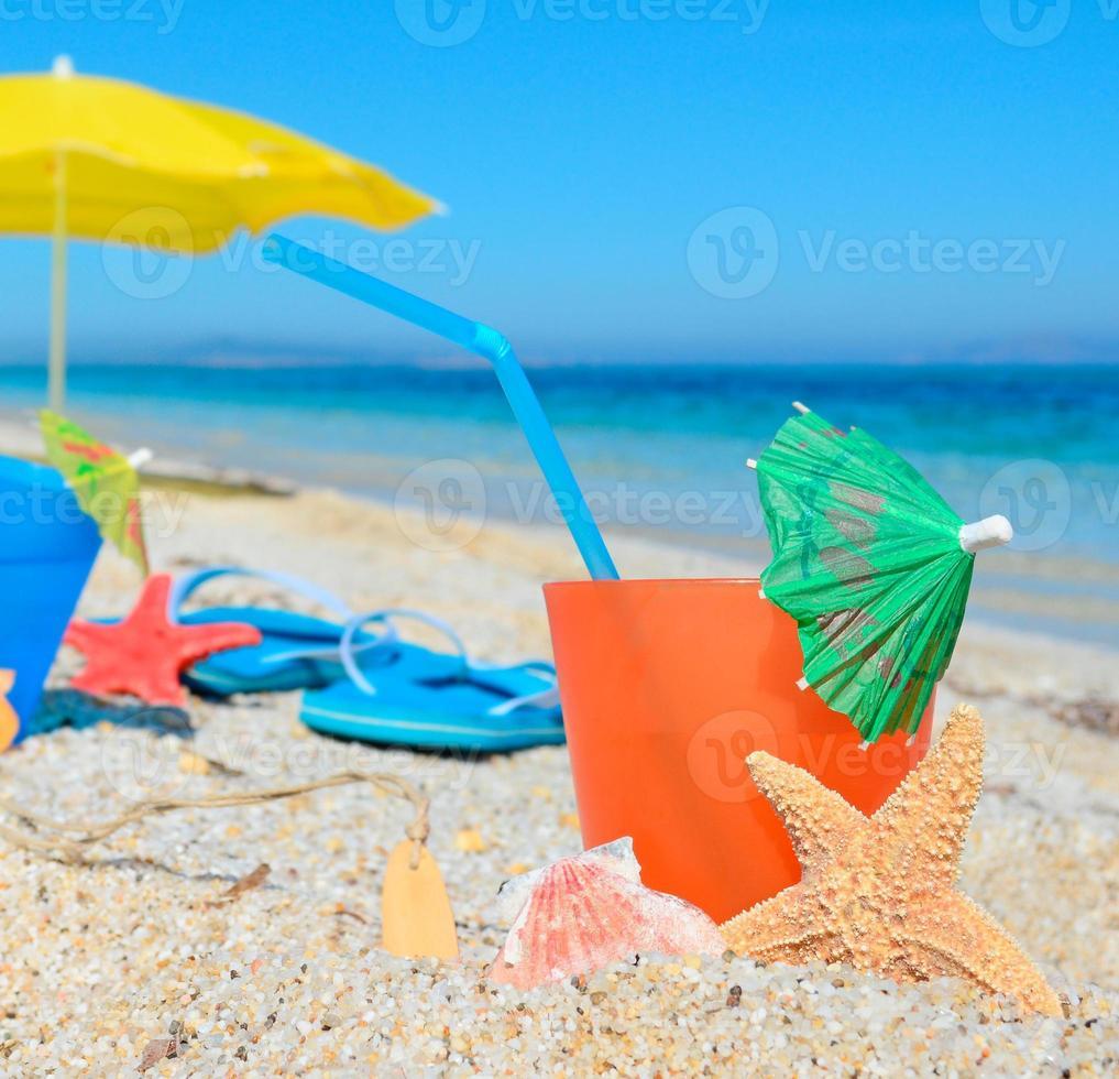 Getränk und Sonnenschirm foto