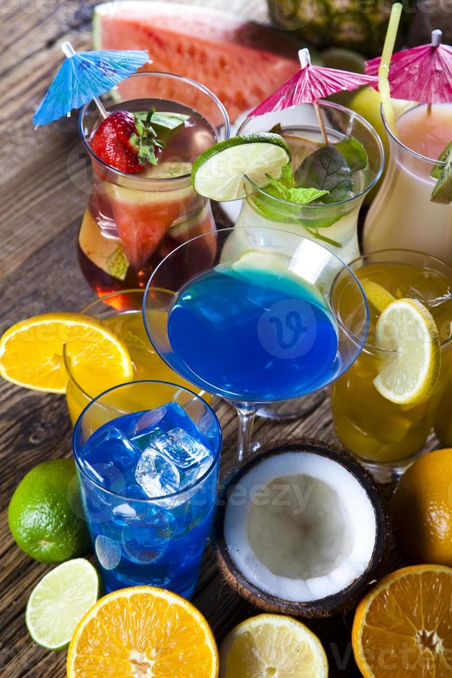 Cocktails, alkoholische Getränke eingestellt foto