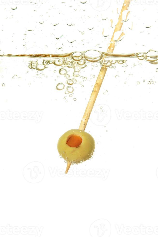 Olive in einem Getränk foto
