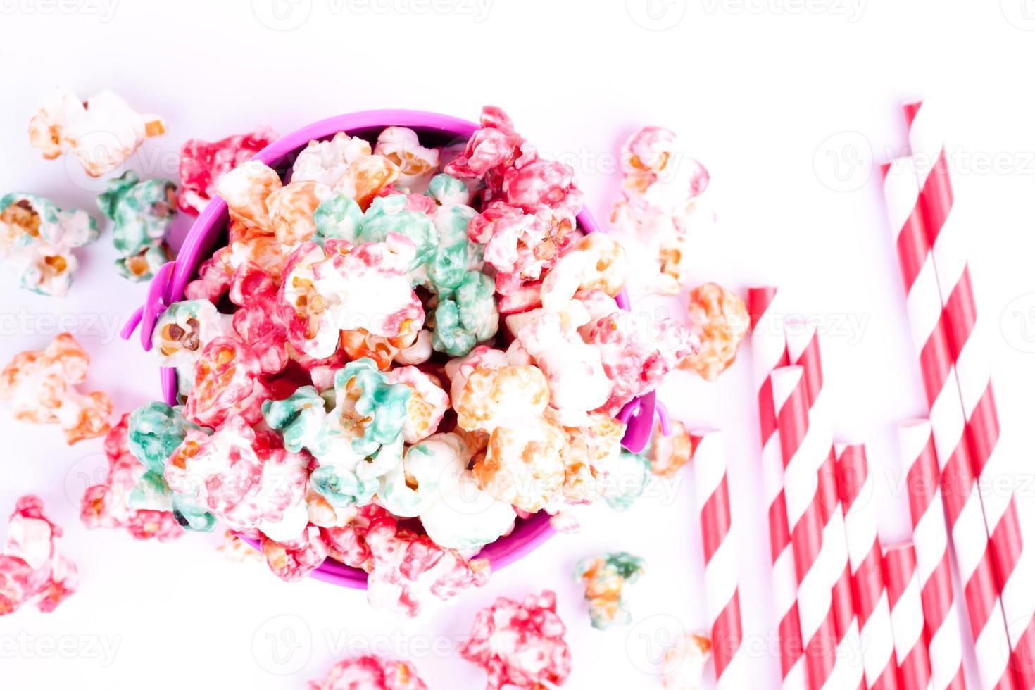 Popcorn und Trinkhalm foto