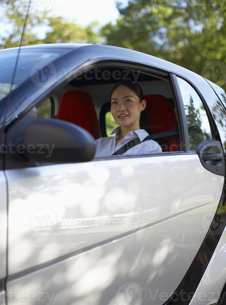 Frau im Auto foto