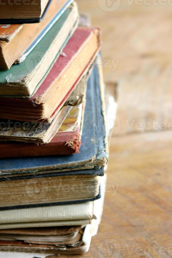 Stapel alter Bücher foto