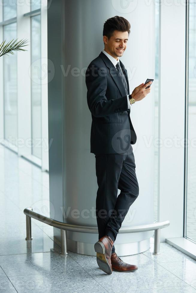 Geschäftsmann mit Handy foto