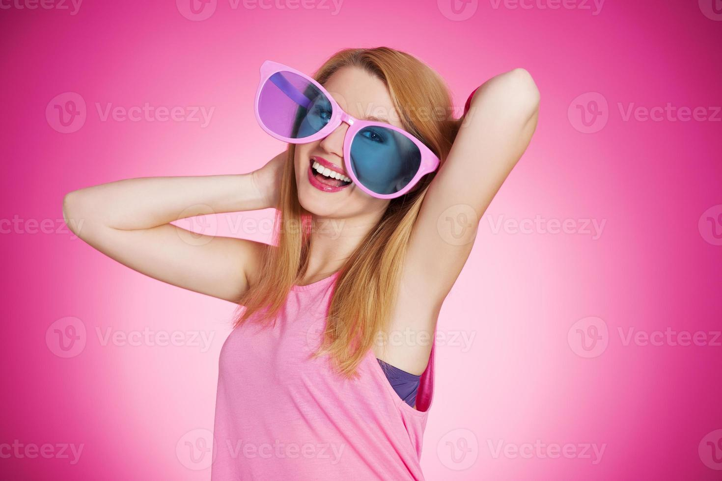 fröhliches süßes Mädchen foto
