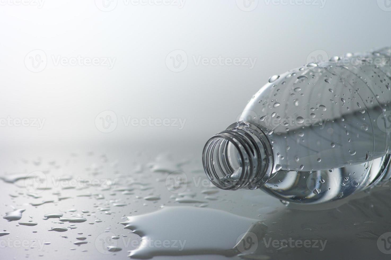 verschütten Sie eine Flasche foto