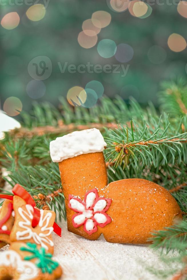 Weihnachtslebkuchenplätzchendekoration mit Kopienraum foto