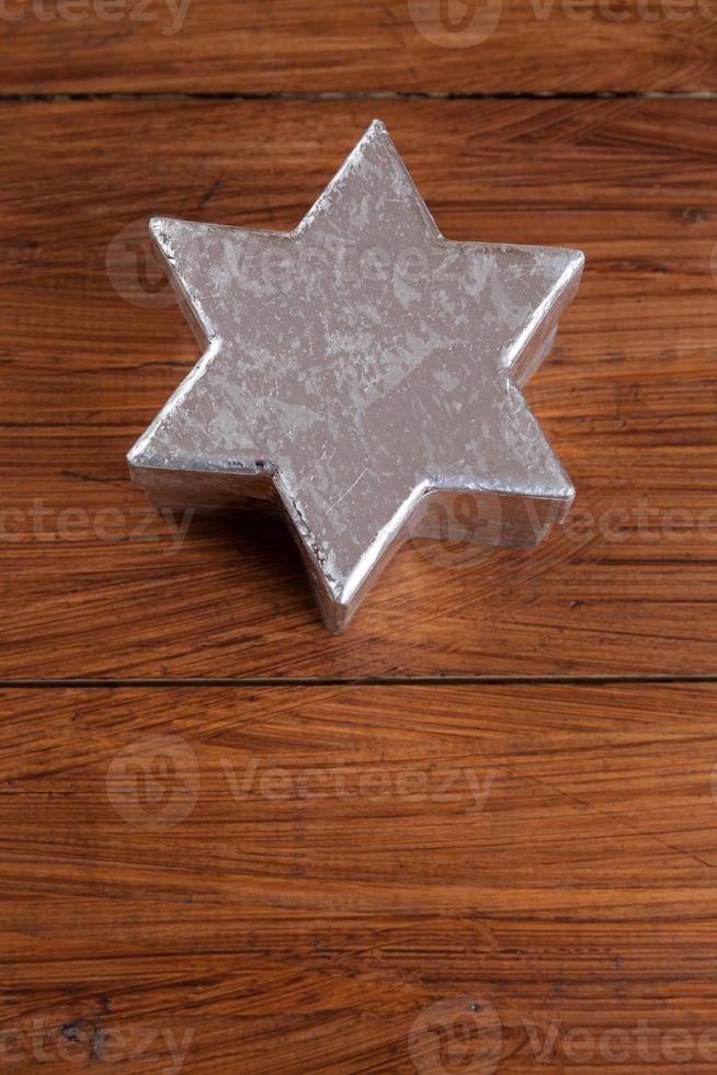 silberner Stern auf Holz, Kopierraum foto
