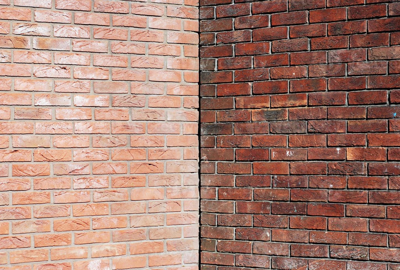 Ecke mit zwei Backsteinmauern mit symmetrischem Kopierraum foto