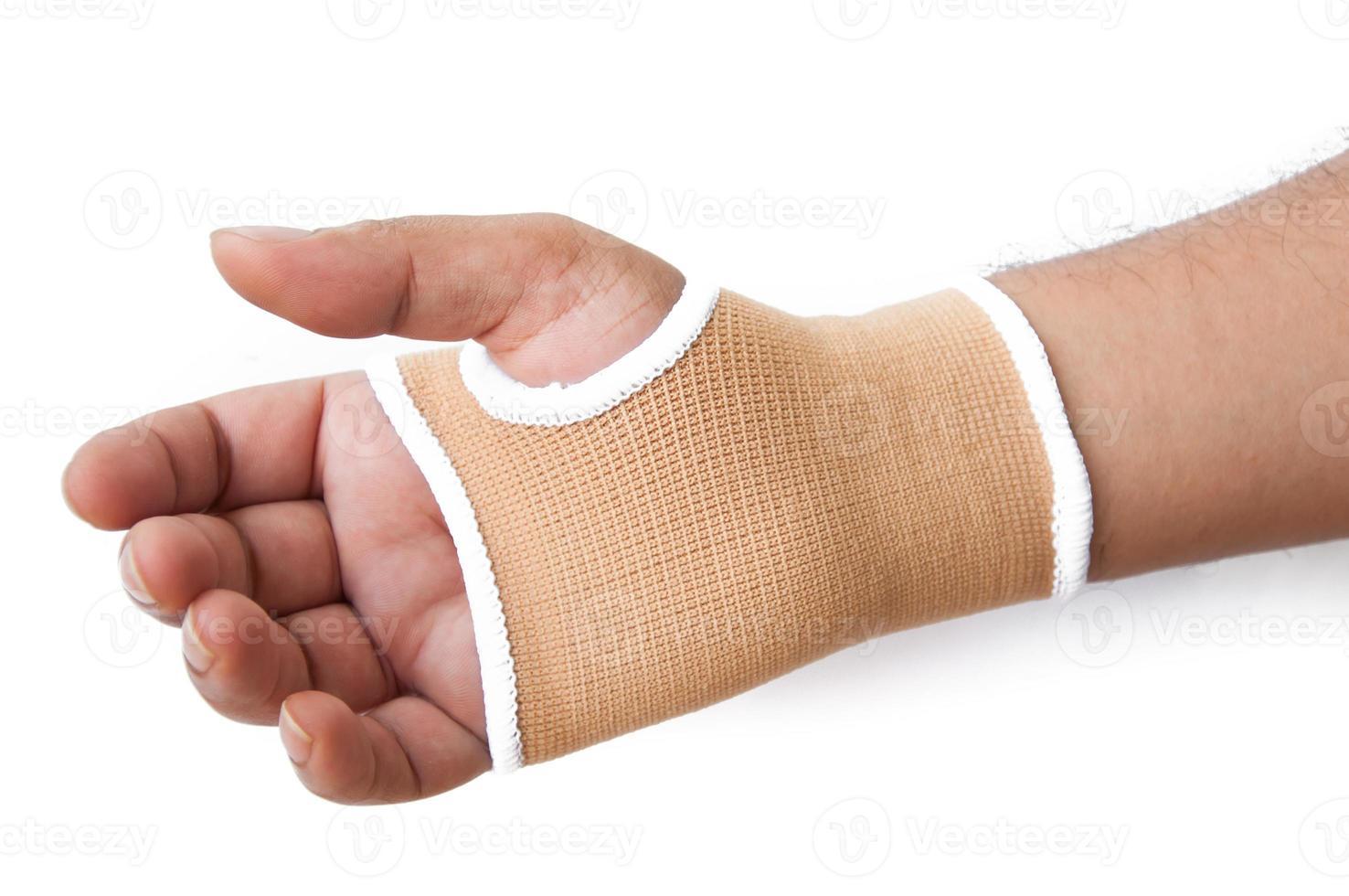 männliche Hand gestikuliert mit Neopren-Handgelenkstütze über Weiß foto