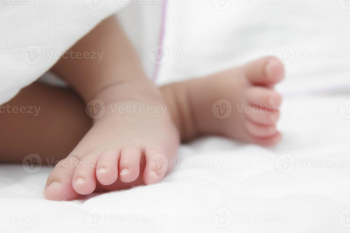 Fuß des Neugeborenen foto