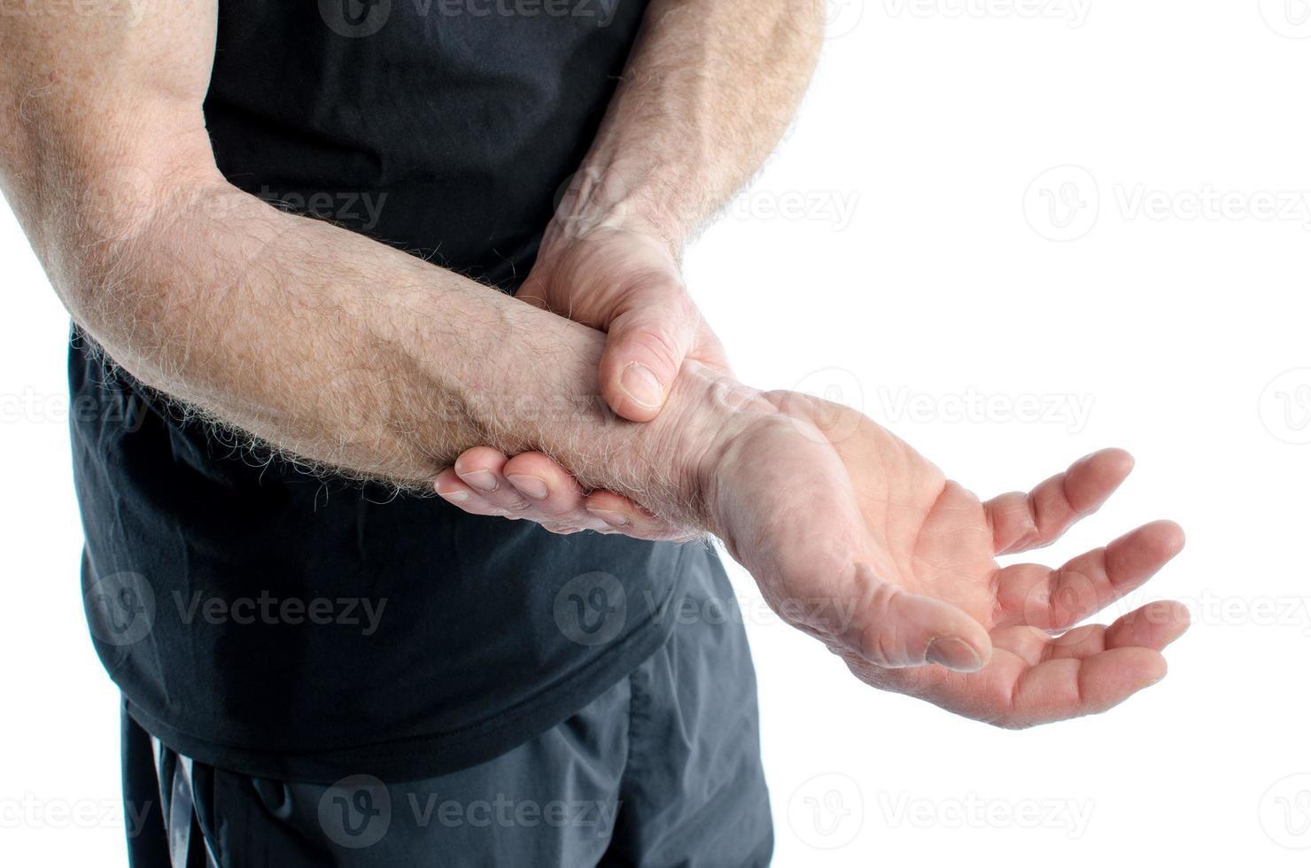 Mann mit schmerzhaftem Handgelenk foto