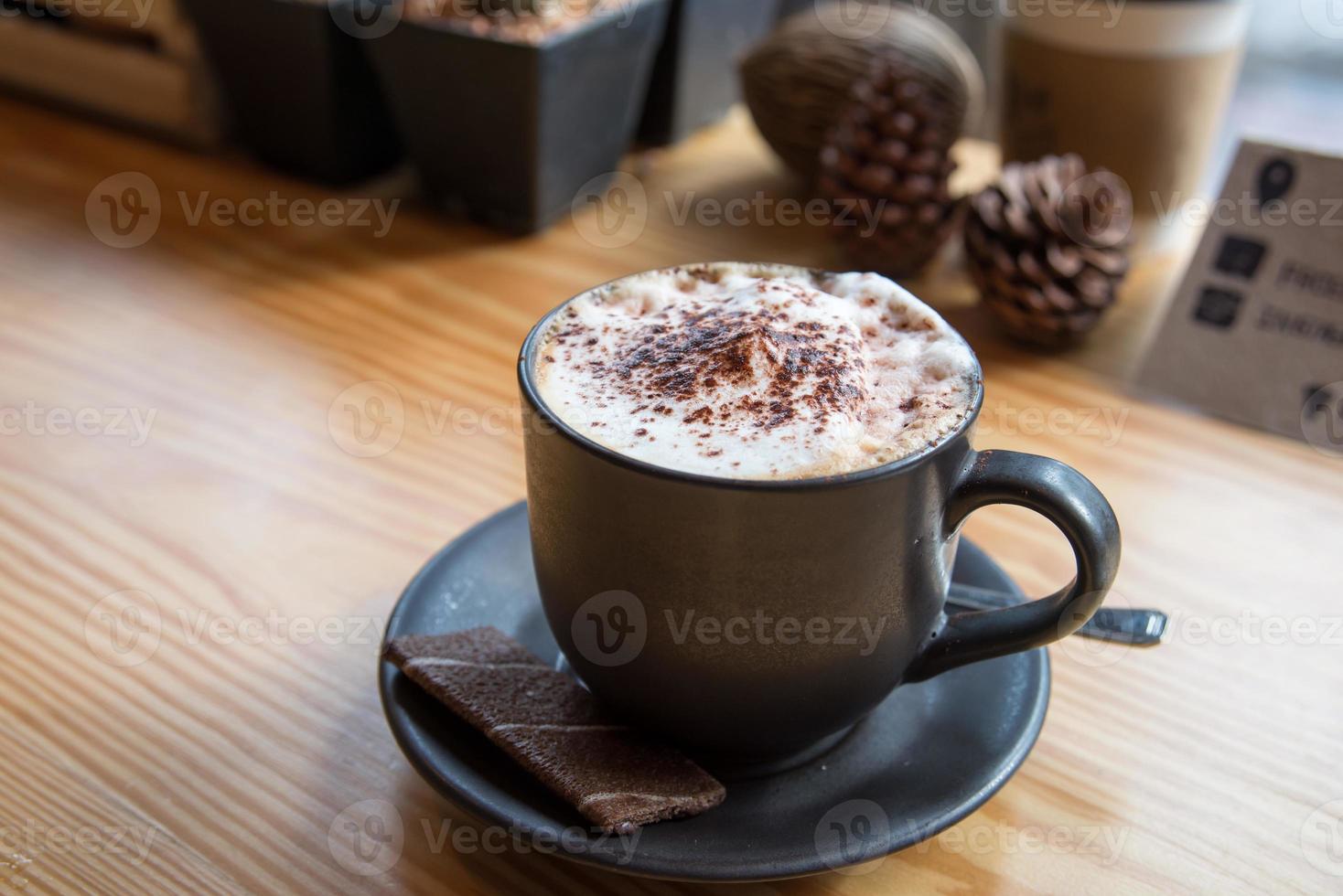 Entspannen Sie sich mit Kaffee und Keksen im Kaffeecafé foto