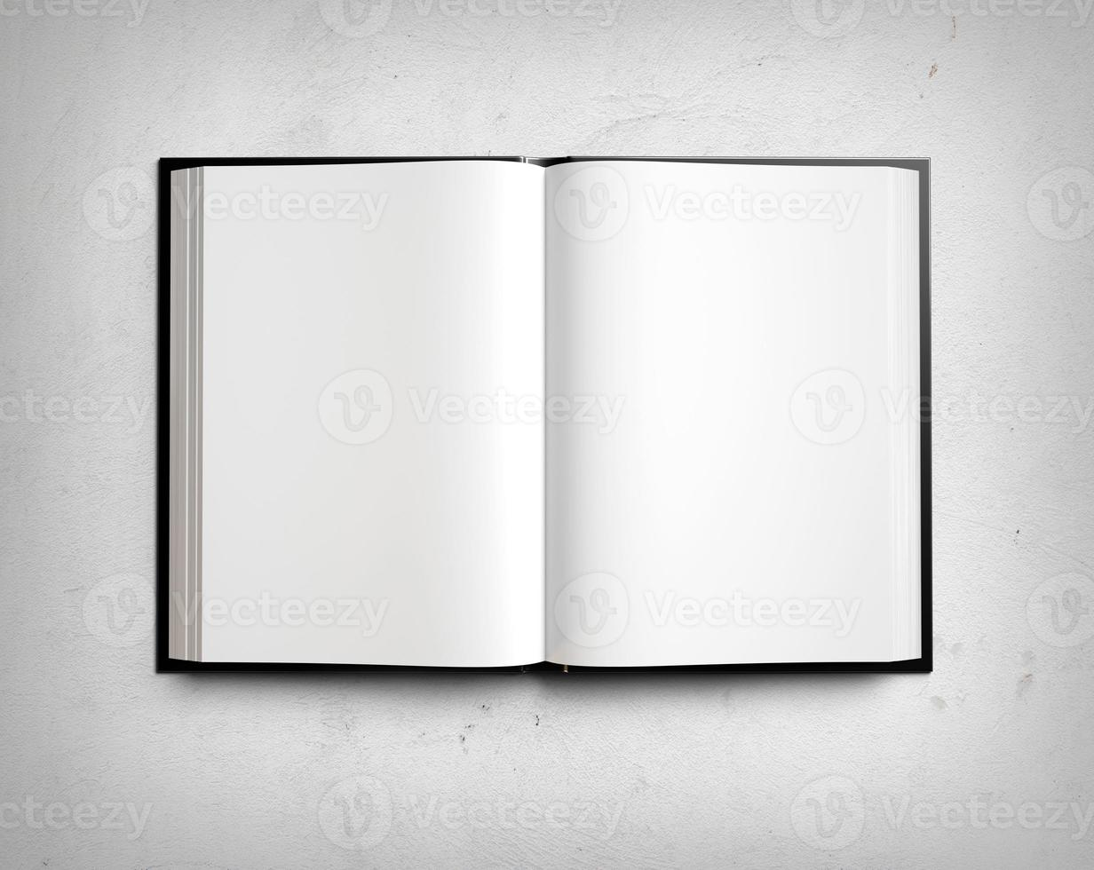 offenes leeres Lehrbuch auf weißer Stuckwand foto