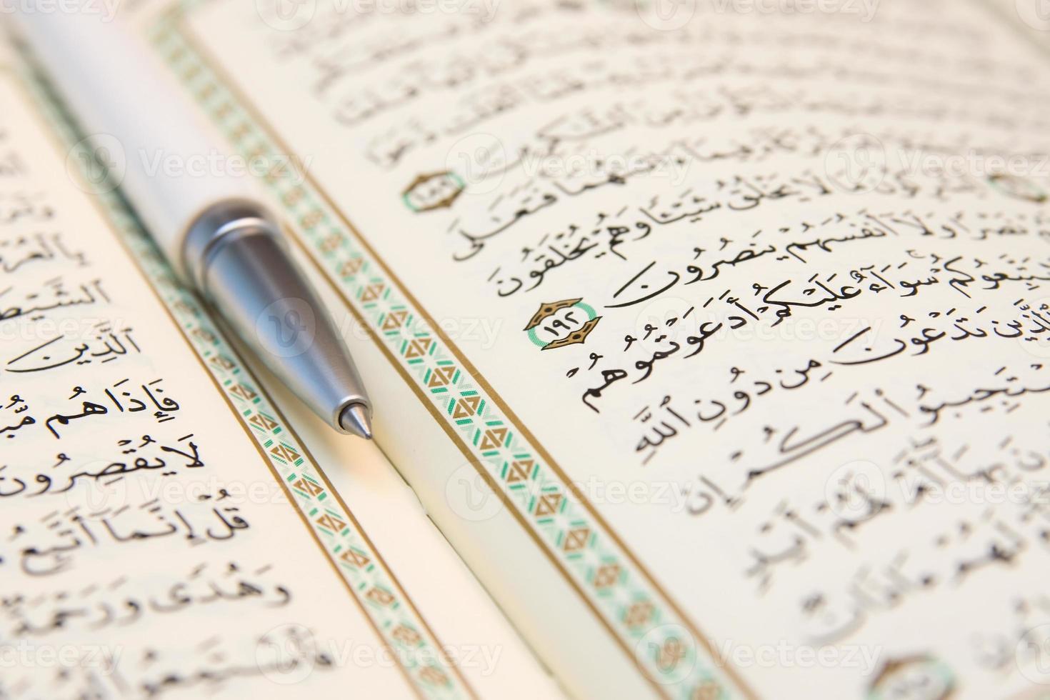 Stift und Koran foto