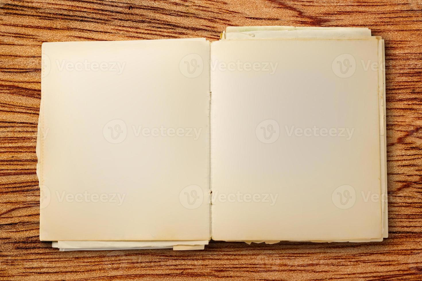 altes leeres Notizbuch offen foto