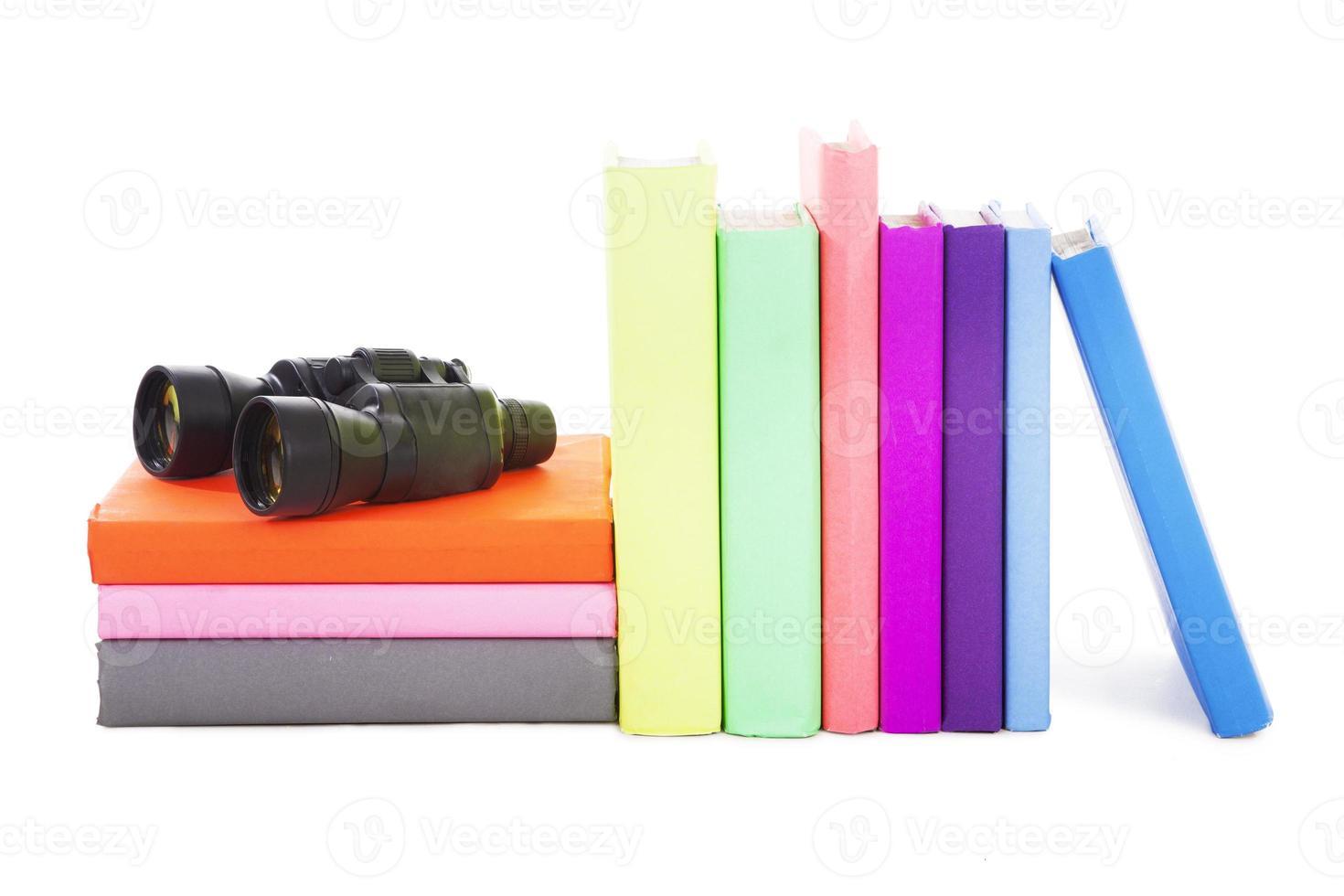 Bücher und Fernglas foto