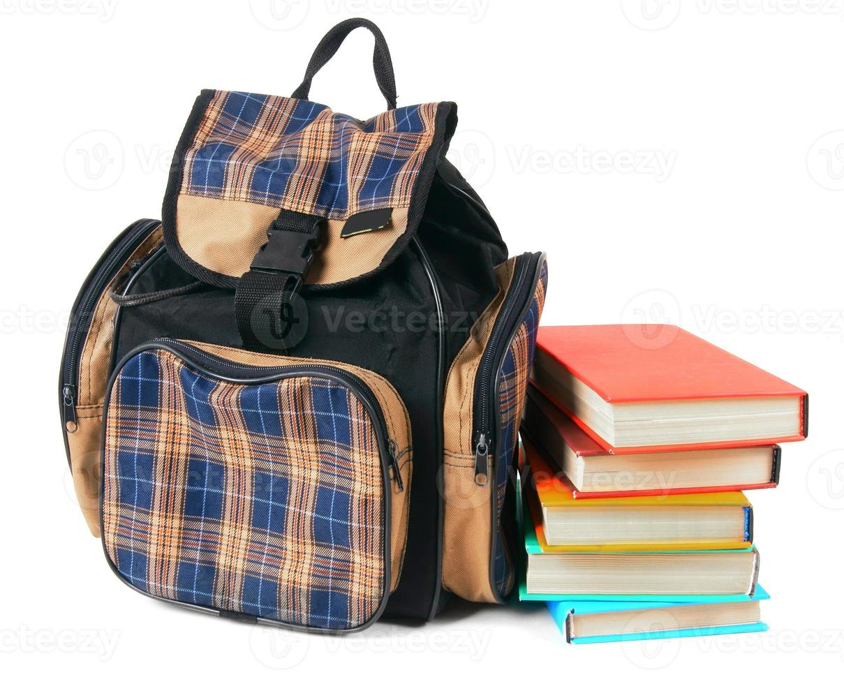 Schulrucksack und Bücher. foto